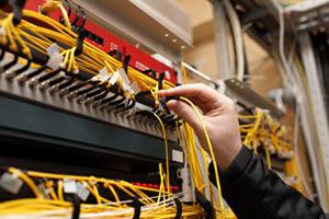 Berpengalaman di bidang instalasi fiber optik dan pemasangan kabel fiber optik